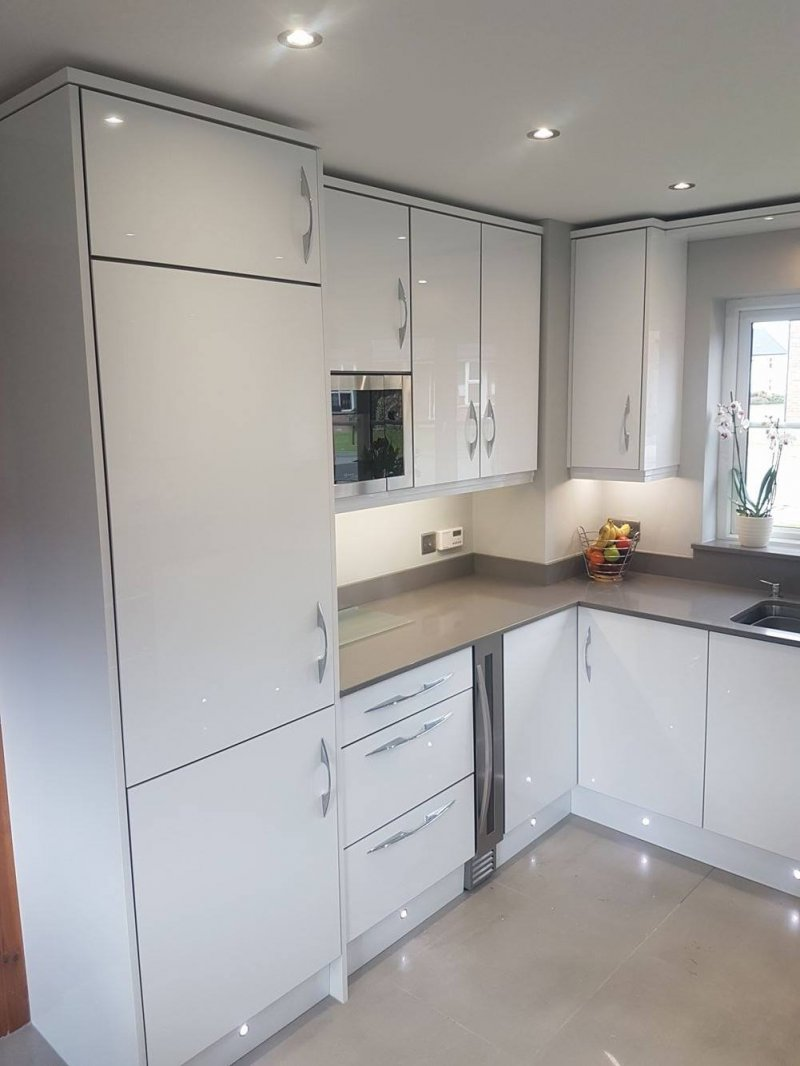 white gloss kitchens, gloss kitchen Newtownards, modern kitchens Bangor, Granite and silestone worktops Newtownards, Red Leaf kitchens & Interiors